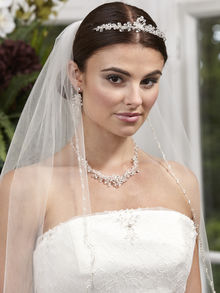 Pearl & Bead Edge Single Tier Veil
