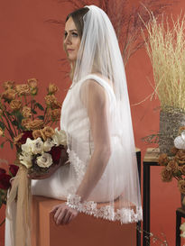One Tier Laced Edged Bridal Veil