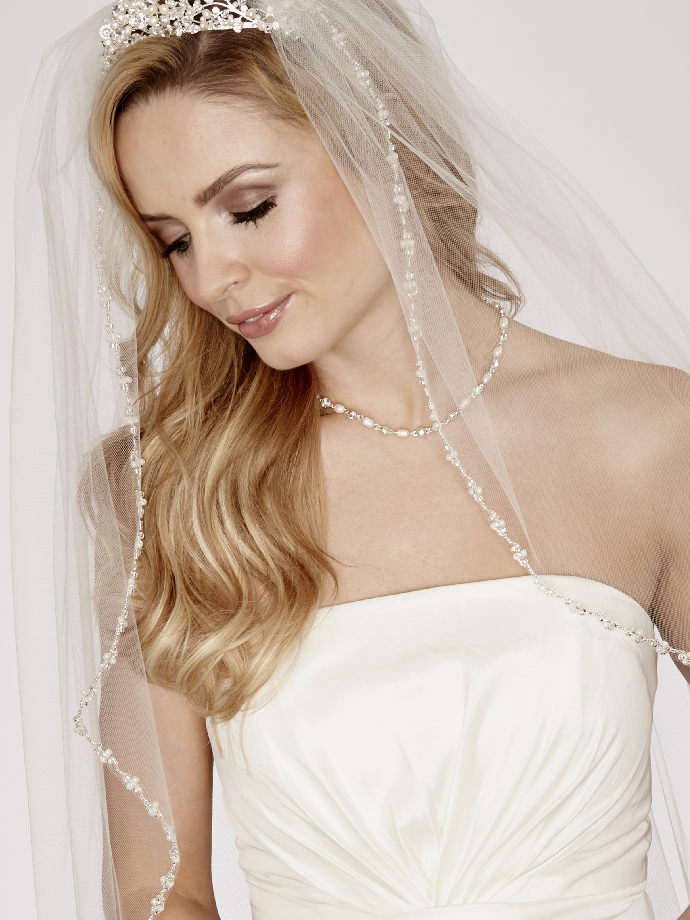 LA951 Single Tier Bridal Veil